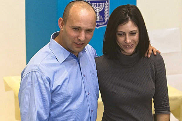 Jewish Home leader Naftali Bennett votes with wife Gilat