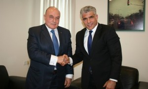 PA finance minister Shukri Bishara shakes hands with his Israeli counter part Yair Lapid, June 16 2013. Photo by Anat Hamemi