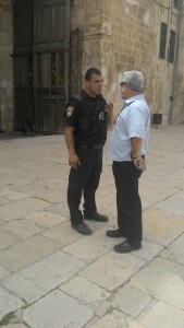 Gershon Baskin and Police on al-Haram al-Quds al-Šarf (Noble Sanctuary of Jerusalem) / Har HaBayit (Temple Mount)