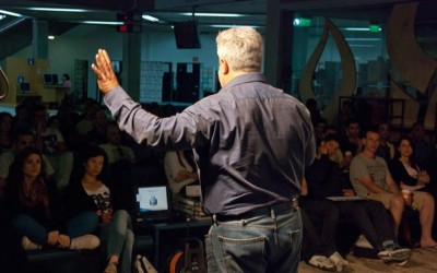 Gershon Baskin lecturing in front of Students at Ben Gurion University of the Negev