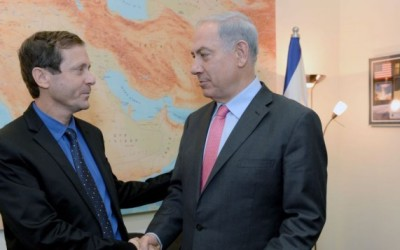 Zionist Union leader Isaac Herzog with Prime Minister Benjamin Netanyahu (photo credit: Kobi Gideon/Flash90)
