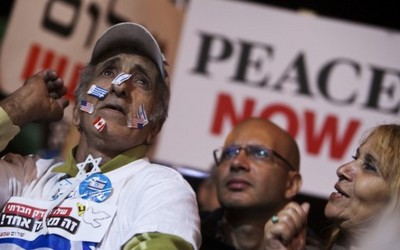 Pro-peace demonstrators Israelis attend a pro-peace rally in Tel Aviv.. (photo credit:REUTERS)