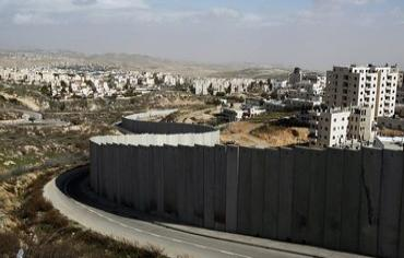 Security barrier near Jerusalem. Photo: REUTERS/Baz Ratner