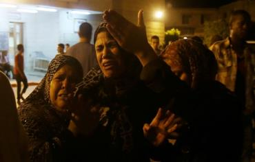 Women mourn after an Israeli air strike killed two Palestinian militants, at a hospital morgue in the central Gaza Strip July 6, 2014. Photo: REUTERS
